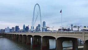 4K UltraHD ruchu drogowego ruchy w mgle nad Margaret polowania mostem w Dallas zbiory