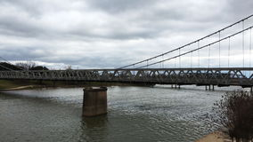 4K UltraHD Timelapse της γέφυρας αναστολής Waco πέρα από τον ποταμό Brazos σε Waco, Τέξας απόθεμα βίντεο