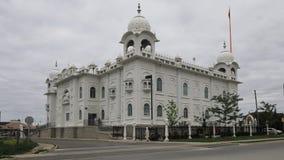 4K UltraHD Timelapse in Brampton, Canada van de Sikh tempel van Gurdwara Dashmesh Darbar stock footage