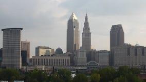 4K UltraHD Timelapse del centro urbano di Cleveland, Ohio un giorno soleggiato archivi video