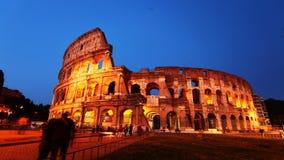 4K UltraHD Timelapse del exterior del Colosseum en Roma en la noche almacen de metraje de vídeo