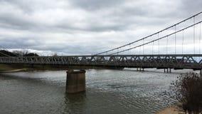 4K UltraHD Timelapse del ponte sospeso di Waco sopra il fiume Brazos in Waco, il Texas archivi video