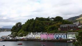 4K UltraHD Timelapse van kleurrijke gebouwen in Portree, Skye, Schotland stock footage