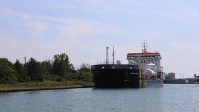 4K UltraHD Timelapse van Meervrachtschip beweegt zich onderaan Welland Canal, Canada stock video