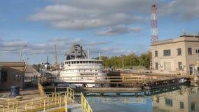 4K UltraHD Timelapse van Meervrachtschip die zich door Welland Canal, Canada bewegen stock footage