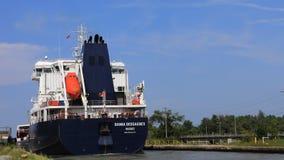 4K UltraHD Timelapse van Meervrachtschip die zich onderaan Welland Canal, Canada bewegen stock videobeelden