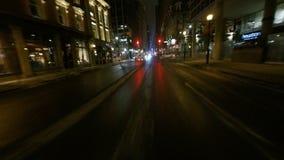 4K UltraHD une commande de point de vue de nuit (POV) à Toronto, Canada banque de vidéos