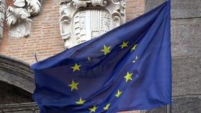 4K Unii Europejskiej flagi falowanie, lokalizować w piazza Del Plebiscito