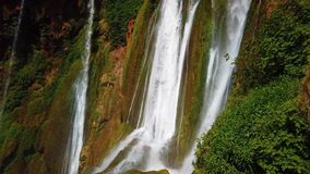 4K vídeo de cachoeiras de Ouzoud, atlas grande em Marrocos Este fundo bonito da natureza é situado em África ? a video estoque