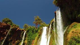4K vídeo de cachoeiras de Ouzoud, atlas grande em Marrocos Este fundo bonito da natureza é situado em África ? a filme