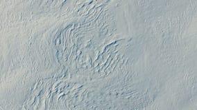 4K Vlucht over sneeuwwoestijn in de winter, luchtmening (Sneeuwgebieden met textuur) stock video