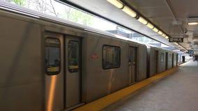 4K von Rosedale-Station Toronto dort sind z.Z. 4 U-Bahnlinien mit ersten im Jahre 1954 sich öffnen Ungefähr 2 75 Passagiere ein T stock video footage