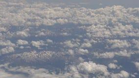 4K widok przez samolotowego okno, zim góry od płaskiego okno zdjęcie wideo