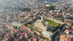 4k widok z lotu ptaka Svetitskhoveli Ortodoksalna katedra i turystyczny grodzki Mtskheta, Gruzja w wschód słońca zbiory