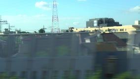 4K widoku througth okno od pociągu w Tokio, Japonia Stacji kolejowej omijanie zdjęcie wideo