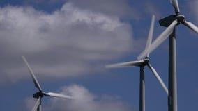 4K windturbines met wolken die zich achter het UK bewegen stock footage