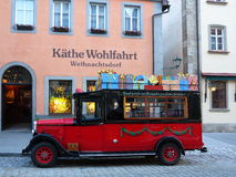 Christmas bus at Käthe Wohlfahrt Christmas store Royalty Free Stock Photography
