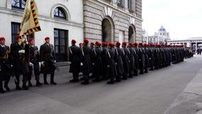 4k wojska żołnierzy wideo strażnik honor blisko Alte Hofburg lub Hapsburg pałac, Wiedeń, Austria zdjęcie wideo