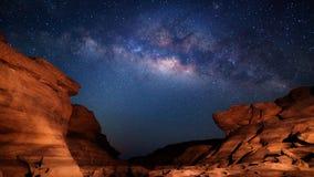 4K Zeitspanne der Milchstraße und des Sonnenaufgangs, Sam Pan Bok, Ubon Ratchathani, Thailand stock video