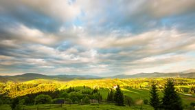 8K Zeitspanne des blauen Himmels über Berg stock video