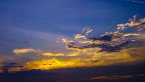 4K Zeitspanne des Sonnenunterganghimmels stock footage