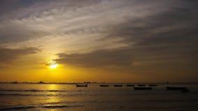 4K Zeitspanne des Sonnenunterganghimmels in Meer stock footage