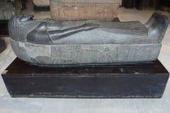 KAÏRO, EGYPTE: Oude sarcofaag in het Museum van Egyptische Anti stock afbeelding