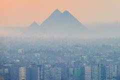 18/11/2018 Kaïro, Egypte, panorama van de stad van het observatiedek van het Afrikaanse kapitaal en met een grote concentratio stock foto