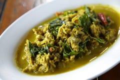 Kałamarnica dłoniak z żółtym curry'ego kumberlandem, basilem i Fotografia Stock