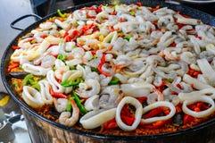 Kałamarnica i scallions paella zdjęcia stock