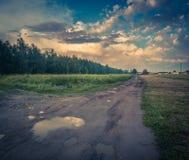 Kałuża na drodze gruntowej w Polska zdjęcia royalty free