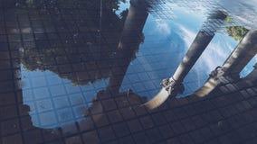 Kałuża w chodniczku zdjęcie royalty free