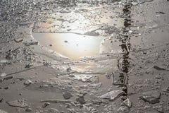 Kałuże i siekający lód Obrazy Stock