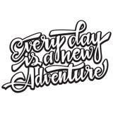 Każdy dzień jest nowym adventire Ręcznie pisany nowożytny szczotkarski literowanie również zwrócić corel ilustracji wektora fotografia royalty free