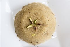 Ka llano Halwa o Rava dulce Sheera o shira - dulce indio de la sémola Halwa/de Sooji del festival hecho de la sémola MI imagenes de archivo