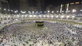 Kaaba в мекке в Саудовской Аравии сигналит внутри промежуток времени сток-видео