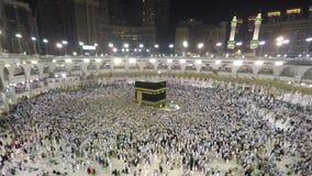Kaaba en La Meca en lapso del enfoque de la Arabia Saudita a tiempo almacen de video