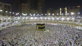 Kaaba en La Meca en lapso del enfoque de la Arabia Saudita a tiempo almacen de metraje de vídeo
