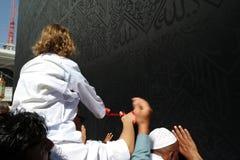kaabah μουσουλμάνος κοντά στους προσκυνητές μη αναγνωρισμένους Στοκ Φωτογραφίες