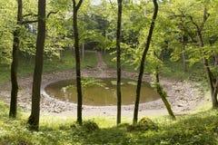 Kaali krater i ön av Saaremaa, Estland royaltyfri bild