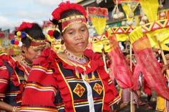 kaamulan philippines för dansare stående Arkivfoto