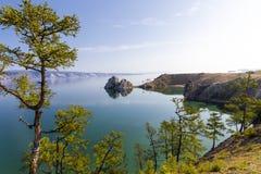 Kaap Burkhan op meer Baikal stock fotografie