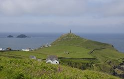 Kaap Cornwall met het Gedenkteken van de Schoorsteenmijnbouw Royalty-vrije Stock Afbeelding