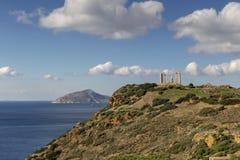 Kaap Sounion en archaïsch-periodetempel van de gemeente van Poseidon Lavreotiki, het Oosten Attica, Griekenland royalty-vrije stock foto's