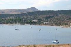 Kaap Sounion van het zuidelijke deel van vasteland Griekenland 06 20 2014 Marien landschap en landschap van de woestijnvegetatie  Royalty-vrije Stock Foto's