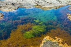 Kaap Stolbchaty Kaap op de westkust van het Eiland Kunashi royalty-vrije stock foto's
