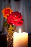 Kaars en bloemen Royalty-vrije Stock Foto's
