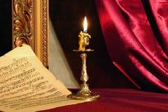 Kaars en muziekblad Royalty-vrije Stock Foto's