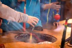 Kaars onderdompelende workshop, het met de hand gemaakte candlemaking stock foto