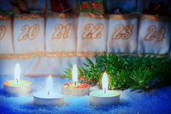 Kaars op Advent Calendar Stock Fotografie